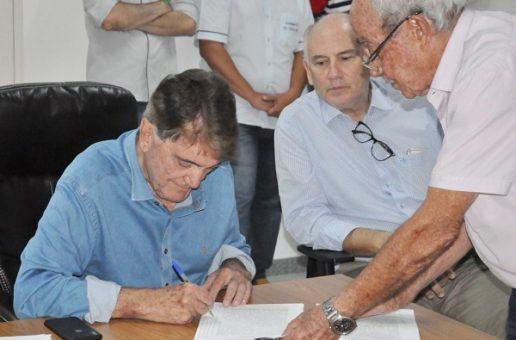 Assinada escritura pública de aquisição da área que será doada para McCain