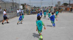 Inaugurada quadra poliesportiva no setor sul de Araxá