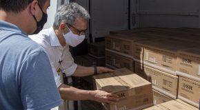 Romeu Zema vistoria distribuição de seringas agulhadas para vacinação contra a Covid-19