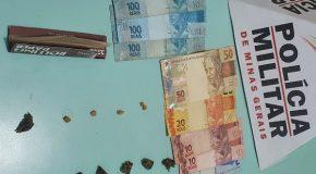 PM prende três homens com drogas no Centro de Pratinha