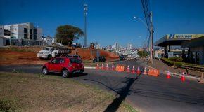Trânsito na Hítalo Ros já funciona em meia pista para obras de duplicação