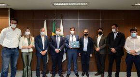 Governo de Minas entrega Plano Estratégico Ferroviário