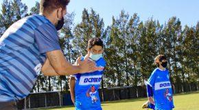 Não é só futebol: Projeto Lobinho prepara crianças para fase adulta