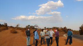 Equipe visita estrada que dá acesso ao Alto da Serra para estudo de viabilidade de trevo entre Araxá e Tapira