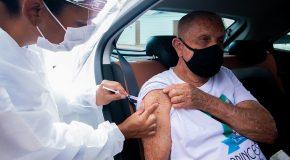 Araxá aplica 3ª dose em idosos a partir de 80 anos nesta sexta, no Uniaraxá