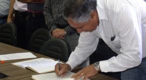 Vereadores José Domingos Vaz e Mauro da Silveira Chaves tomam posse em seus cargos