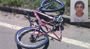 Menor em bicicleta bate em carro e morre em trecho da Dâmaso Drummond
