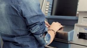 Após fazer saque em banco, homem é roubado no Centro de Araxá
