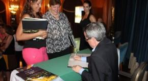 Noite de autógrafos no Grande Hotel marca lançamento do livro dos 150 anos de Araxá