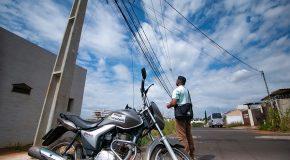 Empresas serão multadas por fios soltos em postes de Araxá